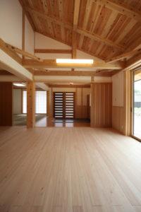 木の質感が気持ち良い家