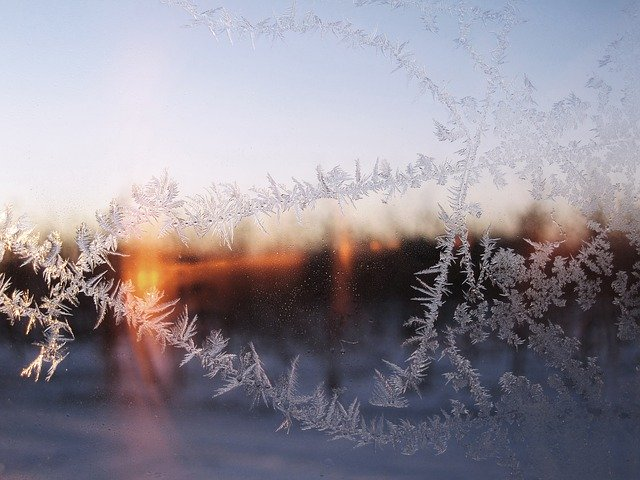 凍り付く窓